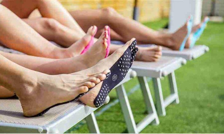 Estes adesivos para as solas dos pés vão fazer você deixar os chinelos em casa