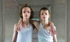 Parecidos, só que não: fotógrafo registra as sutis diferenças entre gêmeos idênticos