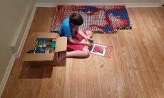 Menino de 9 anos cria retrato de John Cena com 750 cubos mágicos