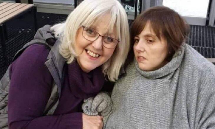 """Com doença rara, mulher fala """"eu te amo"""" pela 1ª vez com computador"""