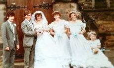 Casal reencontra fotos de casamento roubadas há 35 anos