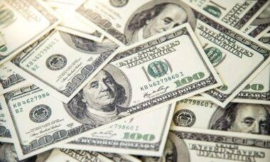 Jovem acha US$ 900 em envelope e devolve para o dono