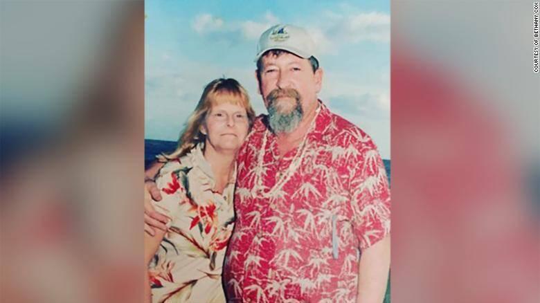 Mesmo morto, marido manda flores à viúva há oito anos