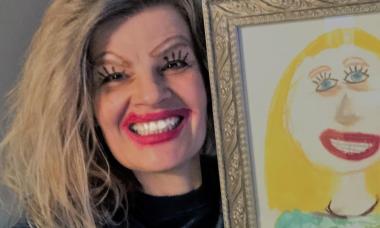Mãe recria desenho da filha com maquiagem