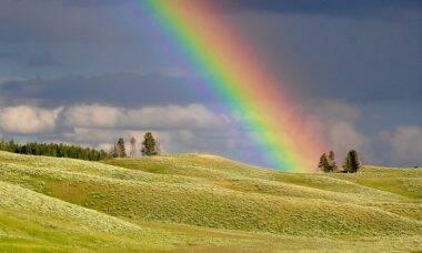 Arco-íris na janela vira sinal de esperança na quarentena