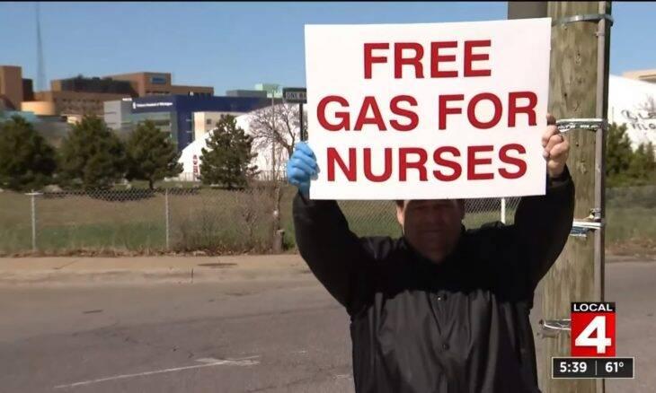 Homem usa economias para bancar combustível de profissionais da saúde