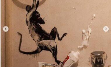 Na quarentena, Banksy revela novo trabalho feito em casa
