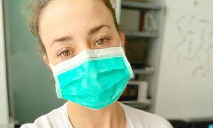 Atriz volta a ser enfermeira para ajudar pacientes com covid-19