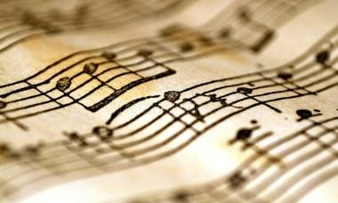 Música leva 13 minutos para curar a tristeza, aponta estudo