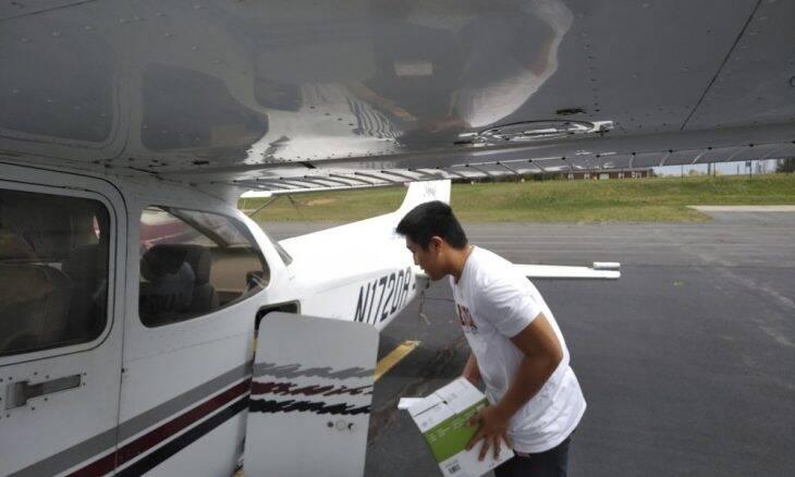 Adolescente usa aulas de pilotagem para entregar suprimentos médicos