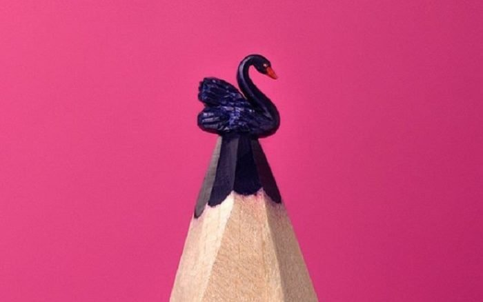 Artista russo transforma pontas de lápis em obras de arte