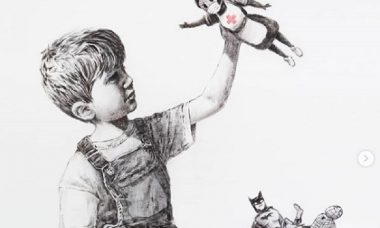 Banksy faz homenagem a profissionais da saúde em nova obra