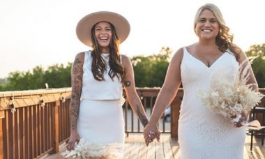 Coronavírus faz casal celebrar casamento em drive-in