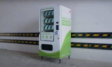 Empresa usa vending machine para distribuir máscaras de graça