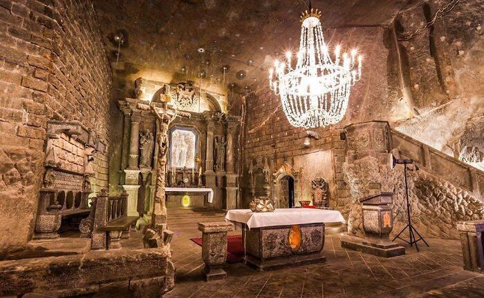 Conheça a mina subterrânea com obras de arte feitas de sal