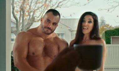 Nova Zelândia usa atores nus em campanha sobre segurança na internet