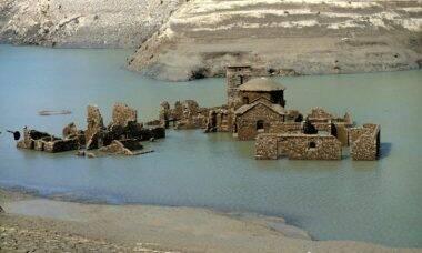 Vilarejo italiano submerso desde 1994 pode voltar a aparecer