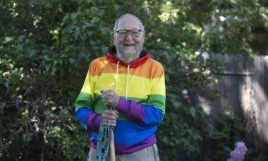"""Idoso """"sai do armário"""" e revela aos 90 anos que é gay"""