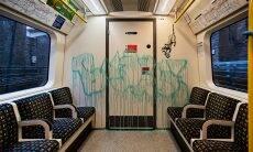 Banksy faz intervenção artística no metrô de Londres