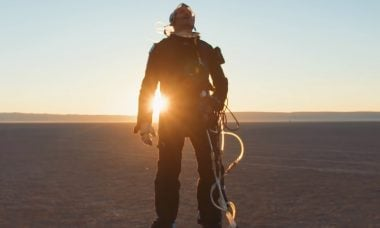 Professor constrói traje espacial caseiro e funcional