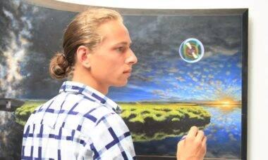 Artista autodidata leva três anos para criar time lapse impressionante