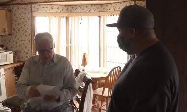 Entregador de pizza de 89 anos recebe gorjeta de US$ 12 mil