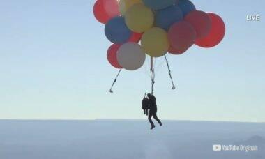 """David Blaine copia """"Padre do Balão"""" e faz voo nos EUA"""