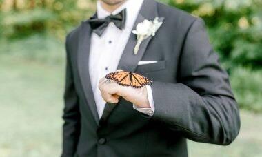 Casal ganha a companhia inusitada nas fotos de casamento