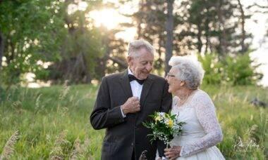Casal completa seis décadas de união vestindo as roupas do casamento