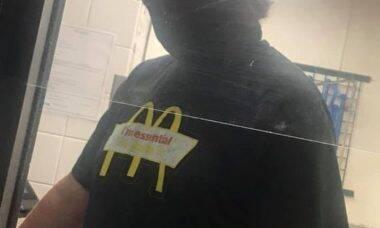 Cliente arrecada US$ 27 mil para funcionário que pagou sua conta no McDonald's