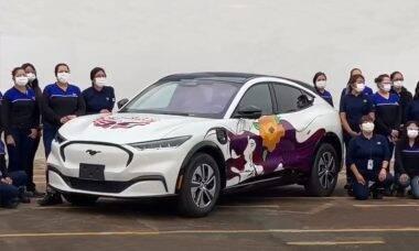Ford cria Mustang Mach-E totalmente montado por mulheres