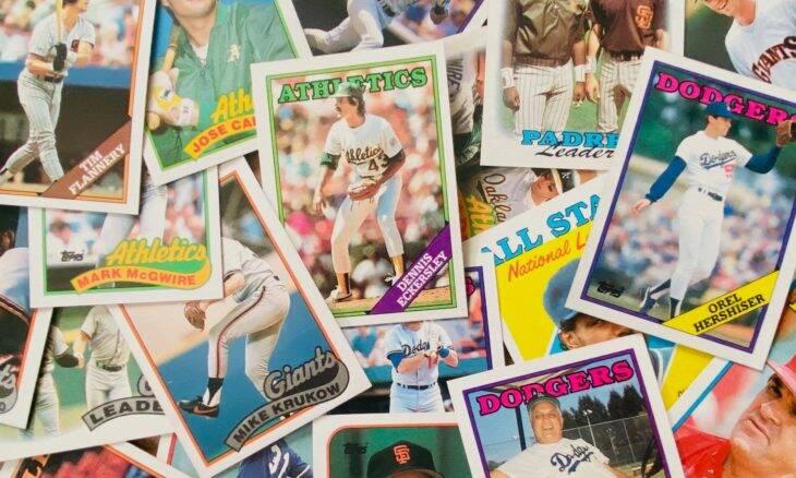 Homem doa 25 mil cartões de beisebol para menina que perdeu coleção em incêndio