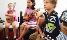 Crianças que tocam instrumentos são mais atentas e tem melhor memória
