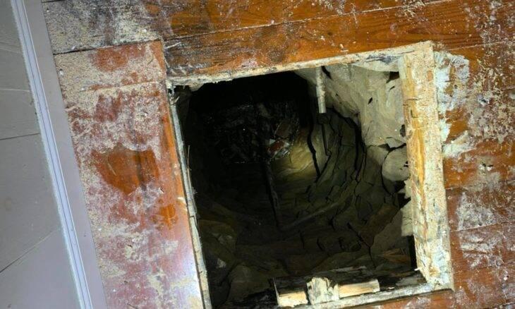 Homem acha poço do século XIX escondido no piso de casa