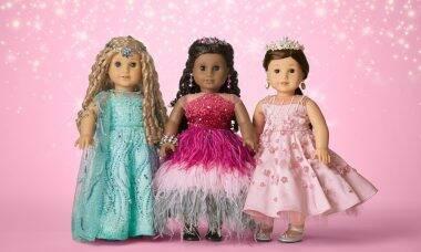 Bonecas decoradas com 5 mil cristais Swarovski arrecadam US$ 800 mil em leilão para caridade
