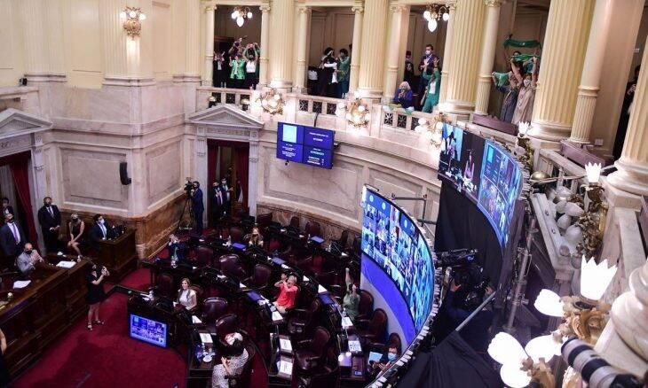 Senado da Argentina aprova aborto legal