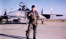 Primeiro piloto a quebrar a barreira do som, Chuck Yeager morre aos 97 anos