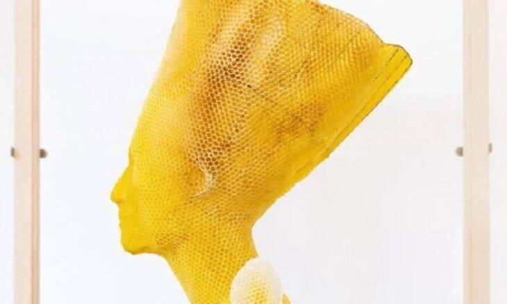 Artista cria busto de Nefertiti com o trabalho de 60 mil abelhas