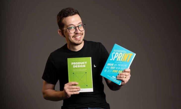 """""""Eu percebi que ensinar é algo importante e algo pelo qual eu sou apaixonado em fazer"""" afirma o especialista em UX e influenciador Apparicio Bueno. Foto: Divulgação"""