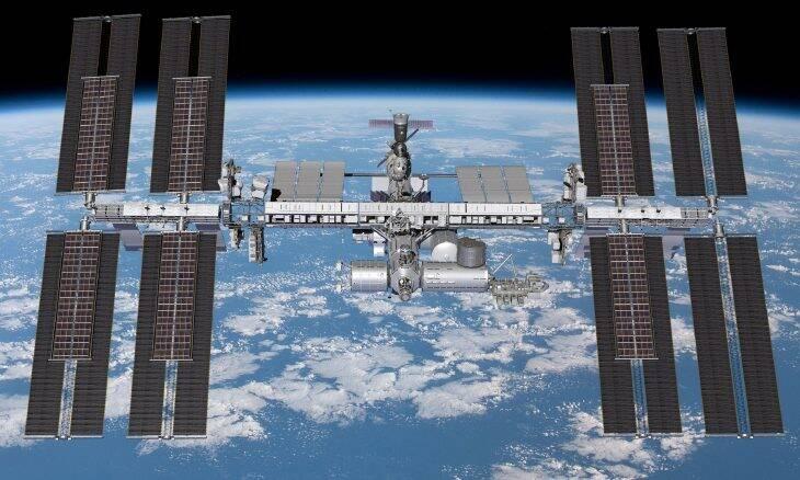 Astronautas da ISS fazem teste com revestimento capaz de matar vírus e bactérias