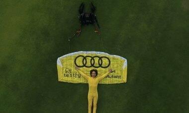 Luigi Cani bate recorde mundial ao saltar com paraquedas de 3,15m²