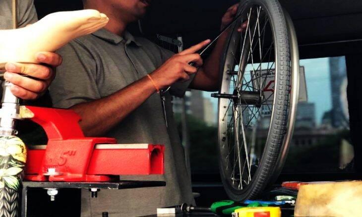 Paraoficina Móvel oferece reparo gratuito em cadeiras de rodas, órteses e próteses