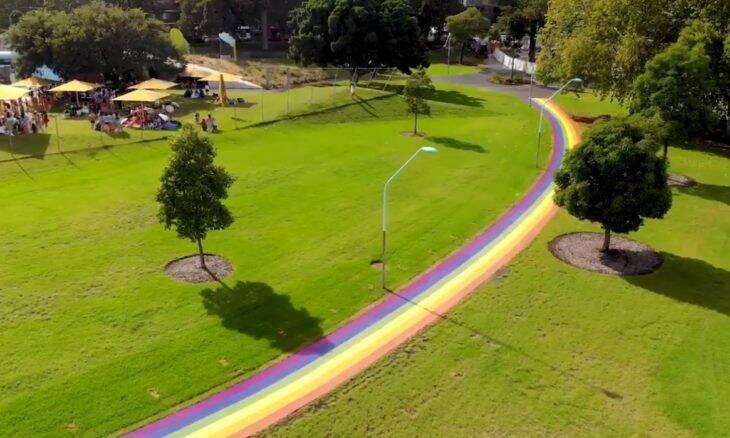 Austrália ganha arco-íris gigante para comemorar o casamento gay no país