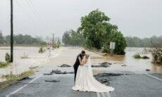Enchente vira cenário de casamento na Austrália