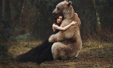 Fotógrafa russa cria fotos impressionantes com ursos, raposas e outros animais incomuns