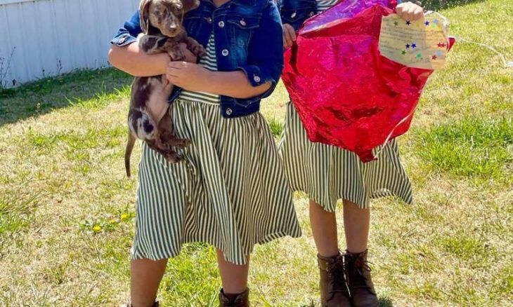 """Gêmeas ganham presentes inesperados após soltar """"balões dos desejos"""""""