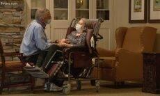 Separados pela pandemia, casal de idosos apaixonados se reencontra depois de um ano