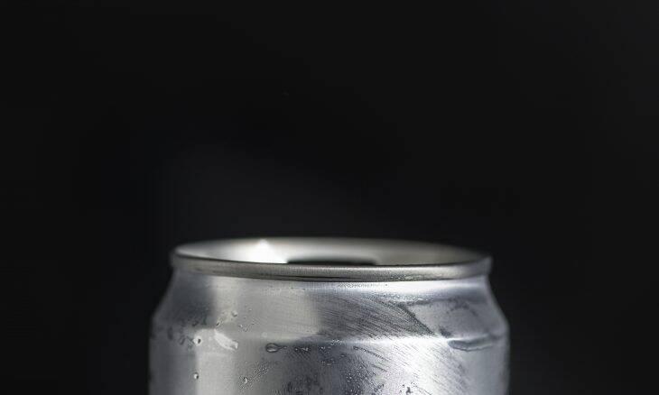 Jovem desenvolve problema cardíaco após beber 2 litros de energético por dia