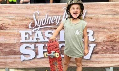 Menina de seis anos impressiona com manobras sobre um skate