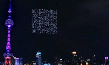Drones desenham QR Code gigante em ação de marketing para game